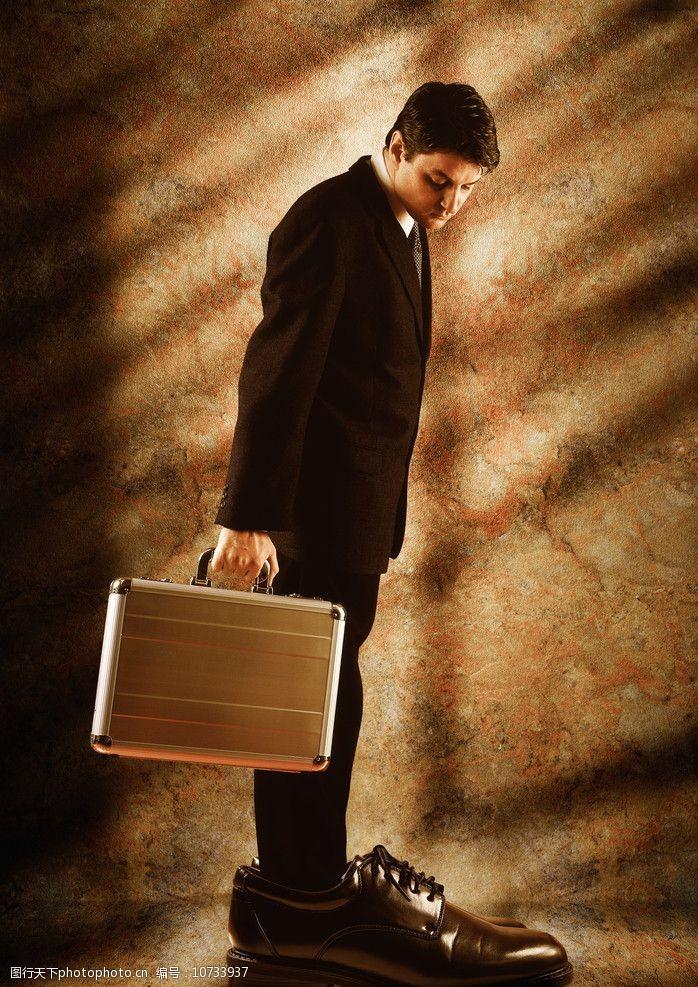 穿大皮鞋的商务男士图片