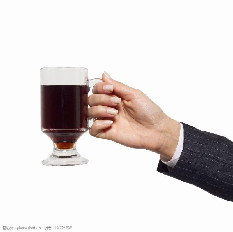 人物高清图片手拿啤酒